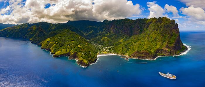 Aranui at sea cruise in the Marquesas Islands