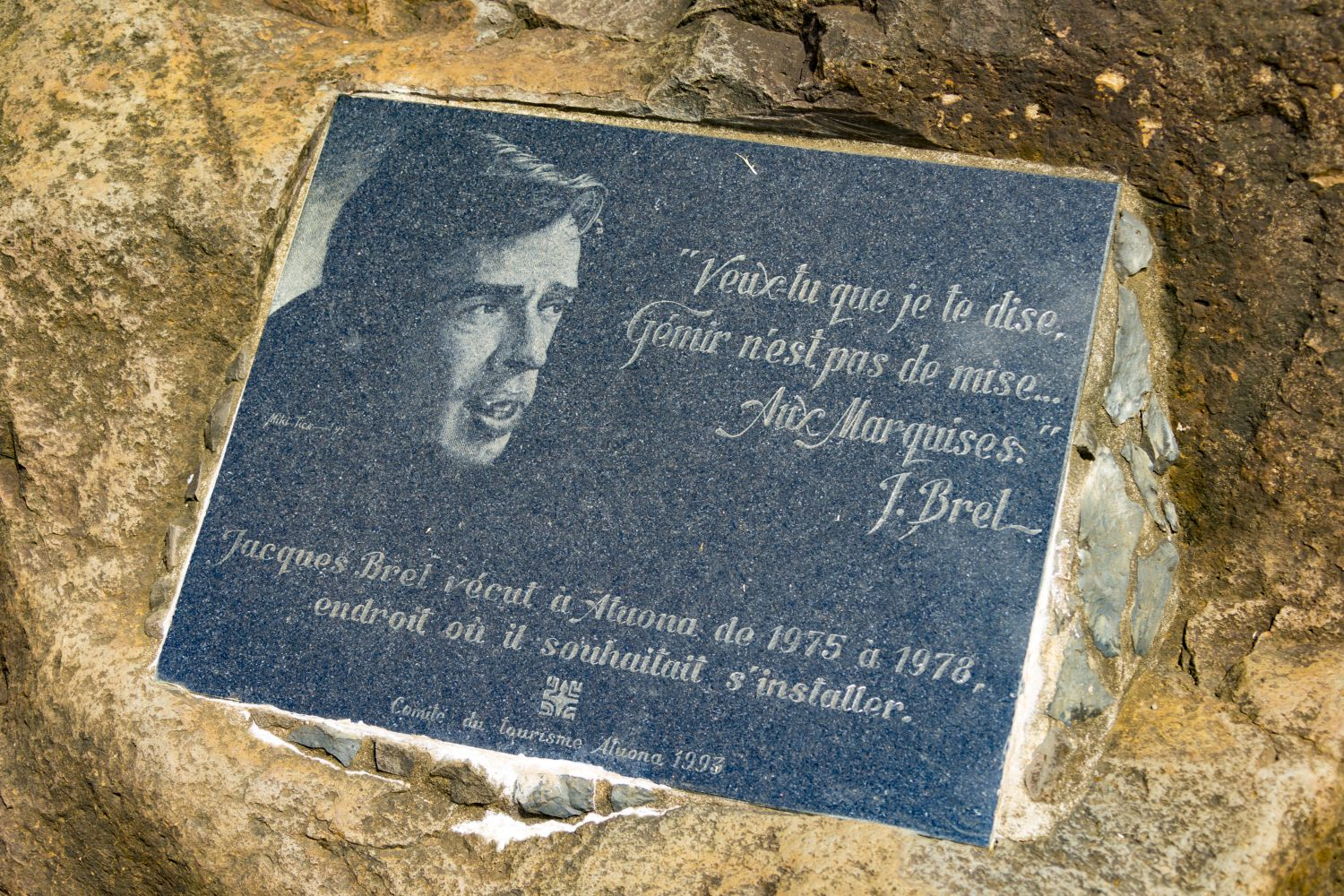 plaque citation jacques brel iles marquises