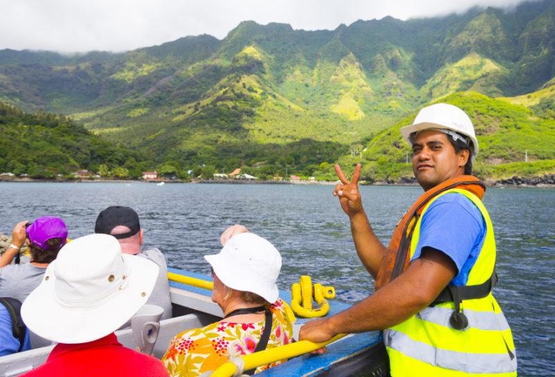 polynesian boat and crew