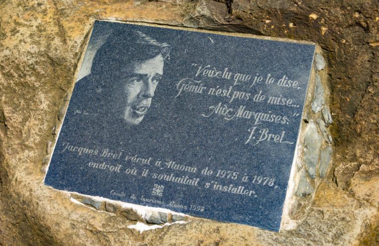 plaque citation jacques brel iles marquises