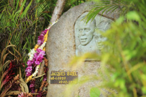 statue jacques brel cruise marquise islands